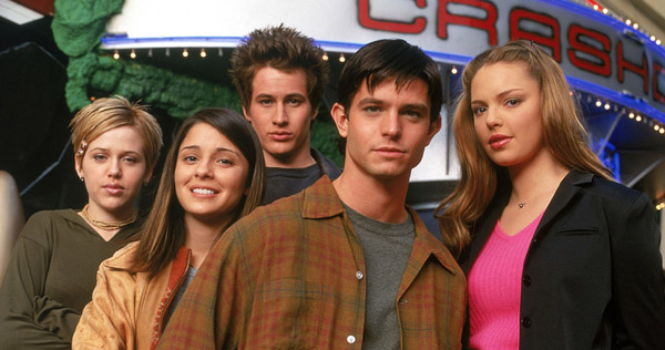 "The cast of ""Roswell"""
